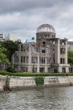 Ståenden av En-bombarderar minnesmärken i Hiroshima Arkivbild