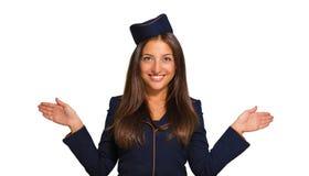 Ståenden av en härlig ung kvinna klädde som en stewardess Arkivbild