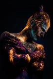 Ståenden av en man målade i fluorescerande UV färger Royaltyfria Bilder