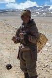 Ståenden av en Yak man arbete i Tibet Arkivfoton