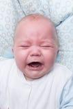 Ståenden av gråt behandla som ett barn pojken Arkivfoton