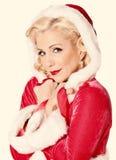 Ståenden av iklädd för härlig kvinna röd jul utrustar Royaltyfri Fotografi
