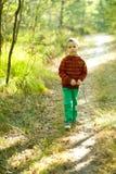 Ståenden av lite pojken parkerar in Arkivbilder