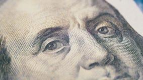 Ståenden av presidenten Benjamin Franklin på hundra dollarräkning roterar arkivfilmer