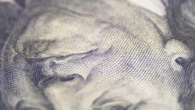 Ståenden av presidenten Benjamin Franklin på hundra dollarräkning roterar stock video