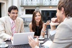 Affärsfolk som möter i cafe. Royaltyfri Foto