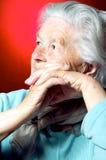 ståendepensionärkvinna Royaltyfri Bild