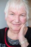 Ståendepensionärkvinnlig Fotografering för Bildbyråer