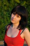 ståendesolnedgångkvinna Royaltyfria Bilder
