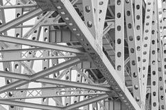 Stål iscensatt huvudvägbrostruktur arkivfoto
