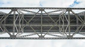 Stål iscensatt huvudvägbrostruktur royaltyfria foton