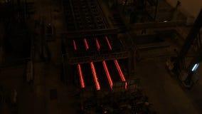 Stål maler växten Metallrörproduktionslinje på metallfabriken Varm produktionslinje för stålrör metallurgy Rullande metall stock video
