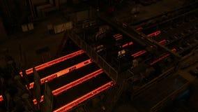 Stål maler växten Metallrörproduktionslinje på metallfabriken Varm produktionslinje för stålrör metallurgy Rullande metall arkivfilmer