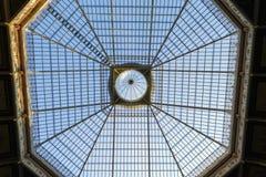 Stål- och exponeringsglastakstruktur Arkivfoto