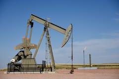Stålar för pump för plats för råoljaproduktionbrunn och naturgassignalljus i den Niobrara skiffern royaltyfri foto