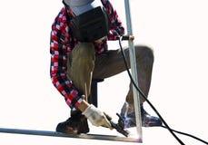 Stålarbetare som svetsar, mala som klipper i metall Royaltyfri Foto