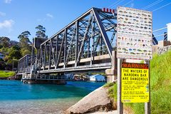 Stålbro i Narooma Australien på 06 03 2017 Royaltyfria Bilder