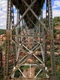 Stålkonstruktion av den Midgely bron Arkivbild