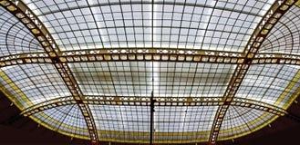 Stålkonstruktion av ett glassed tak Fotografering för Bildbyråer