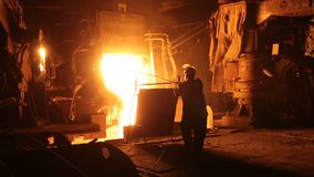 Stålproduktion i elektriska pannor Enormt järnverk lager videofilmer