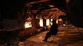 Stålproduktion i elektriska pannor Enormt järnverk stock video