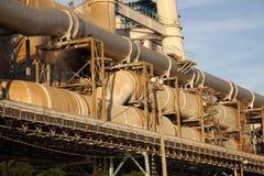 Stålrör av kraftverket Arkivfoto