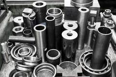 Stålsätta cylindrar, pistonger och hjälpmedel i seminarium Branschtema Arkivbild