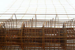 Stålsätta delar i konstruktionsplatsen - konstruktion Royaltyfri Fotografi