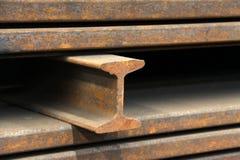 Stålsätta materialprodukter i tvärsnitt Arkivfoto