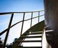 Stålspiral upp trappa arkivfoton