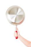 Stålstekpannahåll vid handen på vit Royaltyfri Foto