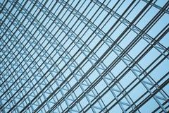 Stålstruktur av glasväggen Arkivfoton
