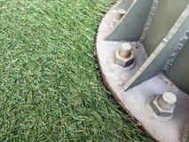 Stålstruktur på gräsmattan Royaltyfri Foto