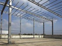 Stålstrukturer av industribyggnad Royaltyfria Foton