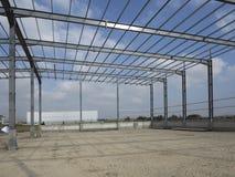 Stålstrukturer av industribyggnad Royaltyfri Fotografi