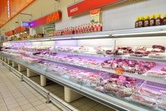 Stånd med nytt kött i lagerkarusellen Royaltyfri Fotografi