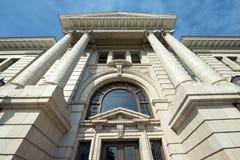 Ståndsmässig domstolsbyggnad i Missoula, Montana Above Entrance Arkivbild