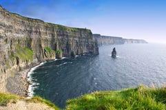 ståndsmässig ireland för clare klippor moher Arkivfoto