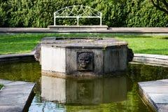 STÅNDSMÄSSIGA OFFALY, IRLAND - AUGUSTI 23, 2017: Birrslottträdgårdar i ståndsmässiga Offaly, Irland Arkivbilder