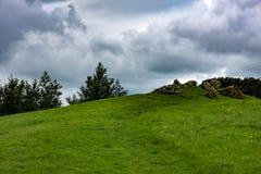 STÅNDSMÄSSIGA SLIGO, IRLAND - AUGUSTI 25, 2017: Carrowmore megalitisk kyrkogård i Sligo, Irland Royaltyfria Foton