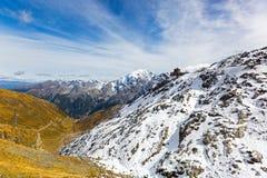 Stång för Alpengasthof Tibet hotellrestaurang på Stelvio bergpasserande Royaltyfria Bilder