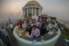 STÅNG FÖR ASIEN THAILAND BANGKOK FLODSTRANDHIMMEL Arkivfoto