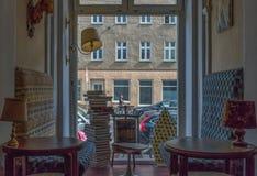Stång och kaféer i den gamla staden Berlin royaltyfri foto