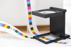 Stång och loupe för CMYK-printingfärg. Arkivbilder