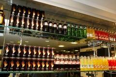 stången bottles cocaen - colaproduktsodavatten arkivbild