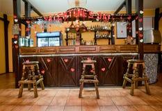 Stången dekorerade med tecknet på dagen av valentin Är uppvakta Royaltyfri Bild