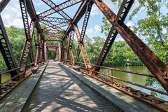 StångslingaStål-bråckband bro i Upstate NY Arkivbild