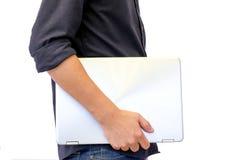 Står män rymma en datorbärbar dator för nya modeller Arkivbild