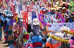 Ståta av dans för phi-Khon-Nam för regnceremonifestival Fotografering för Bildbyråer