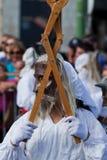 Ståta av dräkter och traditionella maskeringar av Iberia Arkivbilder